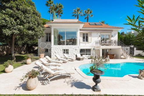 Villa de luxe à vendre CAP D'ANTIBES, 290 m², 5 Chambres