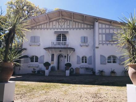 Дом класса люкс на продажу  Биарриц, 320 м², 8 Спальни, 2400000€