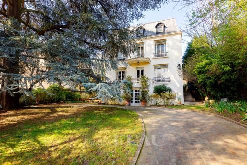 Особняк класса люкс на продажу  Сен-Клу, 280 м², 5 Спальни, 2950000€