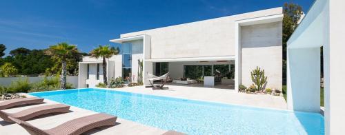 Maison de luxe à louer BIOT, 400 m², 4 Chambres,