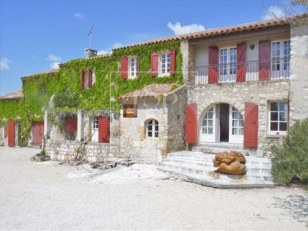 Maison de luxe à louer MOURIES, 310 m², 8 Chambres