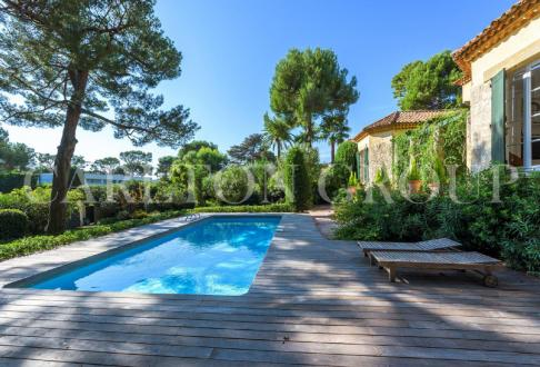 Luxury House for rent CAP D'ANTIBES, 300 m², 6 Bedrooms