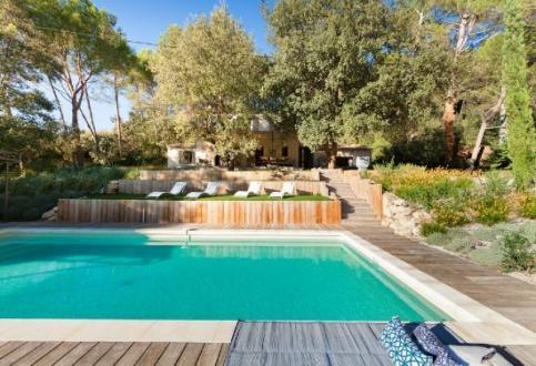 Luxus-Haus zu vermieten LA ROQUE SUR PERNES, 4 Schlafzimmer,