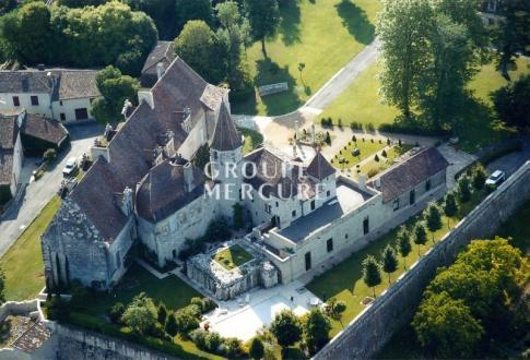 Château / Manoir de luxe à vendre PERIGUEUX, 1700 m², 8 Chambres