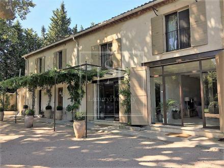 Maison de luxe à louer EYGALIERES, 500 m², 6 Chambres