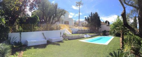 Maison de luxe à louer CAP D'ANTIBES, 350 m², 6 Chambres