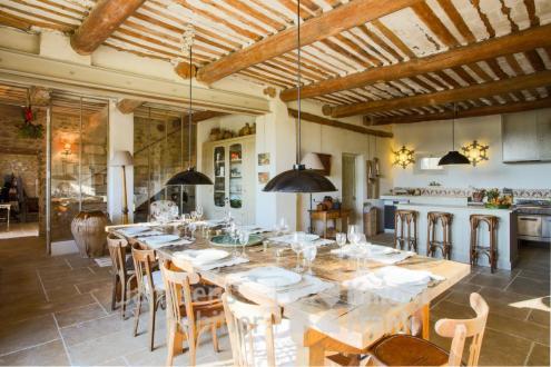 Farm класса люкс на продажу  Л'Иль-Сюр-Ла-Сорг, 450 м², 7 Спальни