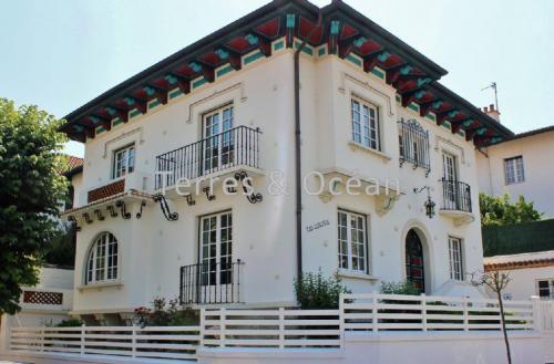 Maison de luxe à louer BIARRITZ, 291 m², 5 Chambres
