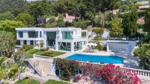 Maison de luxe à louer ROQUEBRUNE CAP MARTIN, 410 m², 5 Chambres