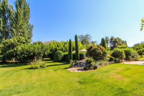 Luxury House for sale EYGALIERES, 400 m², 6 Bedrooms, € 2 300 000
