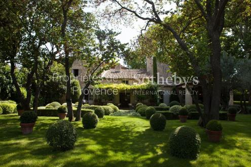 Luxury Bastide for sale LOURMARIN, 600 m², 9 Bedrooms, € 10 000 000