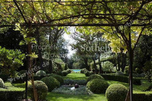 Luxury Bastide for sale LOURMARIN, 600 m², 9 Bedrooms, €10000000