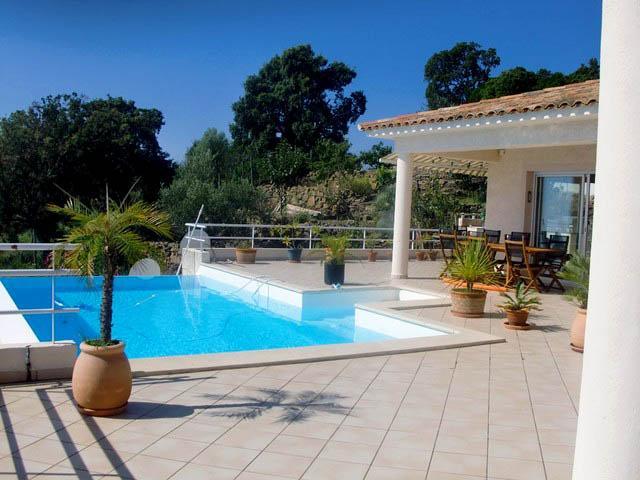 Prestige-Villa SOLENZARA, 260 m², 5 Schlafzimmer, 845250€