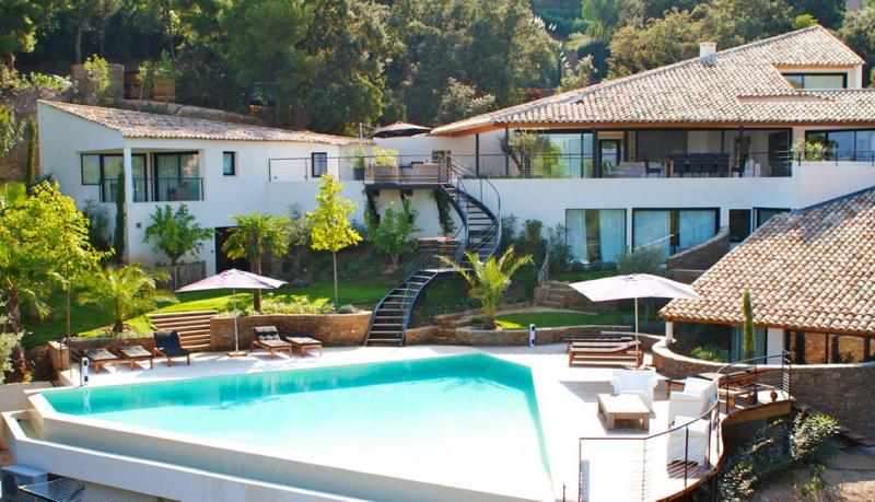 Propriété de prestige BORMES LES MIMOSAS, 500 m², 7 Chambres, 4950000€