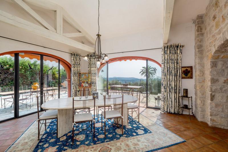 Casa di lusso in affito VALBONNE, 418 m², 7 Camere,