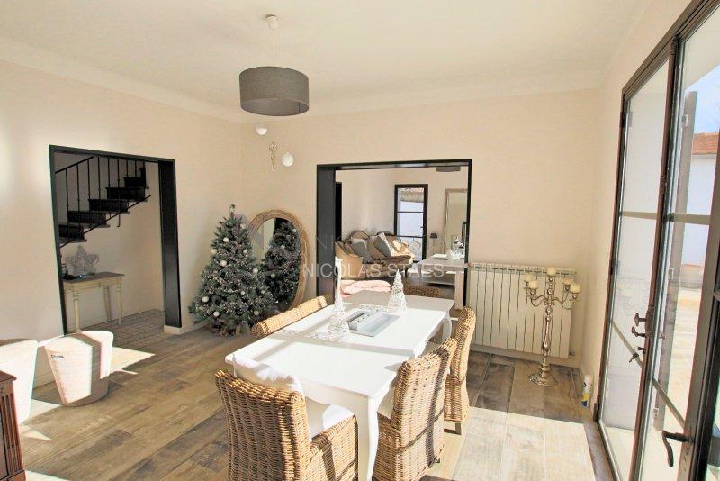 vente maison de luxe aix en provence 4 pi ces 159 m2 1 090 000. Black Bedroom Furniture Sets. Home Design Ideas