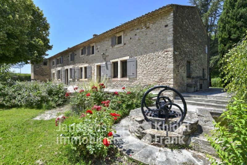 Prestige Farm GOULT, 384 m², 5 Bedrooms, €1795000