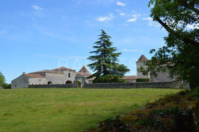 Verkoop Prestigieuze Kasteel/landhuis ANGOULEME