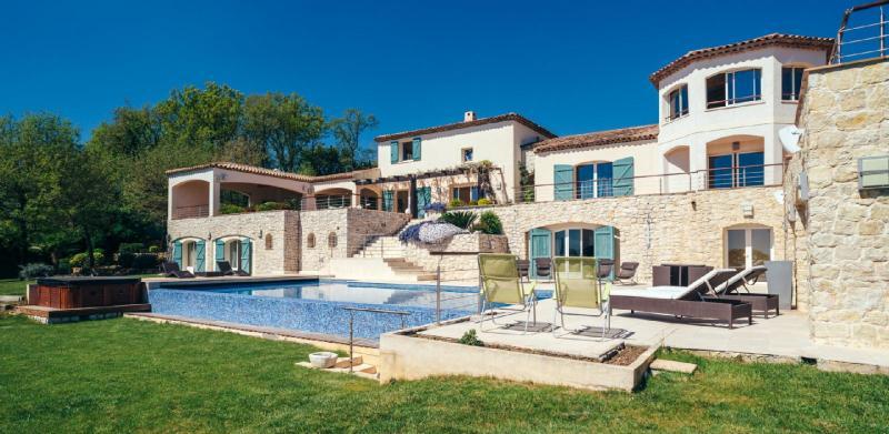 Maison de luxe à louer CHATEAUNEUF GRASSE, 550 m², 7 Chambres