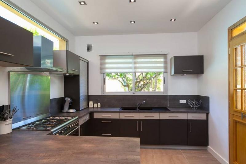 Maison de luxe à louer CAP D'ANTIBES, 200 m², 4 Chambres,