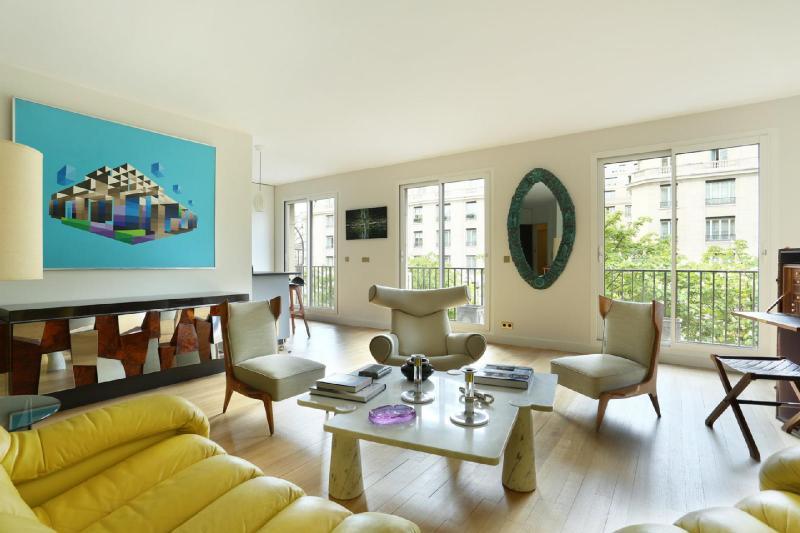 Квартира класса люкс Париж 8ой, 80 м², 1 Спальни, 1950000€