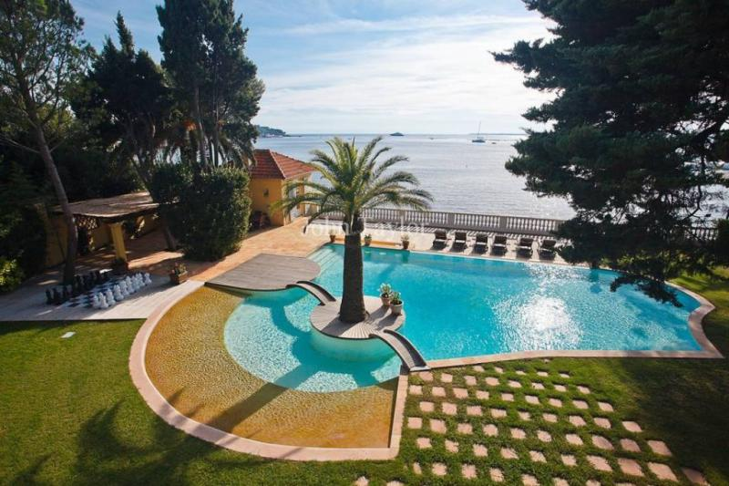 Luxury House for rent CAP D'ANTIBES, 500 m², 5 Bedrooms,