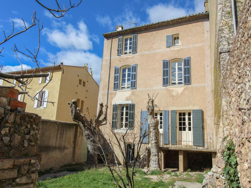 Prestige House RIANS, 225 m², 8 Bedrooms, € 525 000