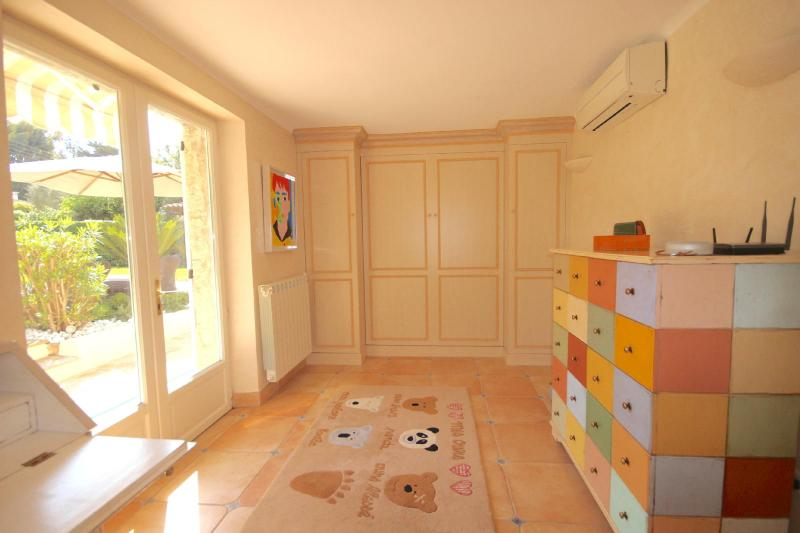 Дом класса люкс в аренду Кап д'Антиб, 160 м², 4 Спальни