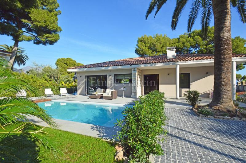 Luxury House for rent ROQUEBRUNE CAP MARTIN, 250 m², 4 Bedrooms