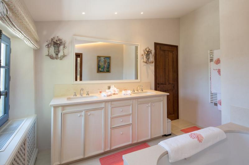 Casa di lusso in affito VALBONNE, 200 m², 3 Camere,