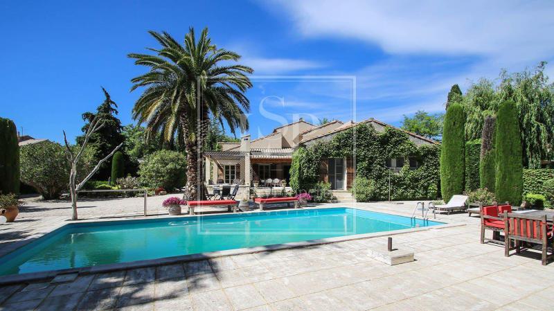 Casa di lusso in affito PARADOU, 230 m², 5 Camere