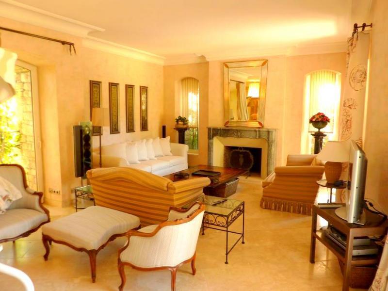 Maison de luxe à louer CAP D'ANTIBES, 180 m², 4 Chambres