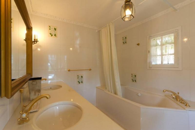 Maison de luxe à louer VENCE, 250 m², 6 Chambres,