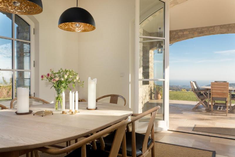 Maison de luxe à louer VENCE, 450 m², 5 Chambres,