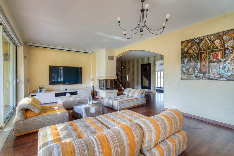 vente maison de luxe aix en provence 380 m2 1 399 000. Black Bedroom Furniture Sets. Home Design Ideas