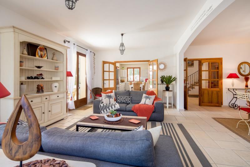 Maison de luxe à louer VALBONNE, 223 m², 4 Chambres,
