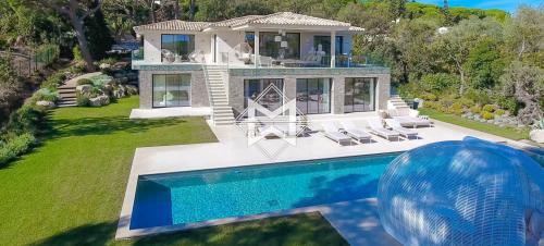 Вилла класса люкс на продажу  Раматуель, 510 м², 6 Спальни, 9900000€