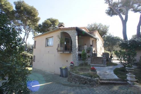 Villa de luxe à vendre ROQUEBRUNE CAP MARTIN, 230 m², 3 Chambres, 2350000€