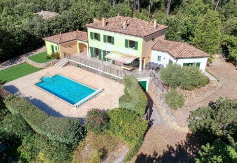 Maison de luxe à vendre LORGUES, 211 m², 4 Chambres, 755000€