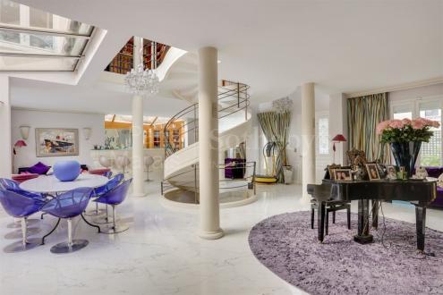 Maison de luxe à vendre PARIS 18E, 365 m², 5 Chambres