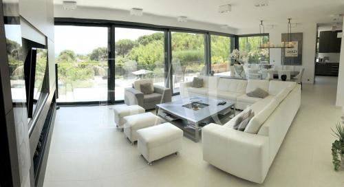 Вилла класса люкс на продажу  Раматуель, 250 м², 4 Спальни, 8700000€