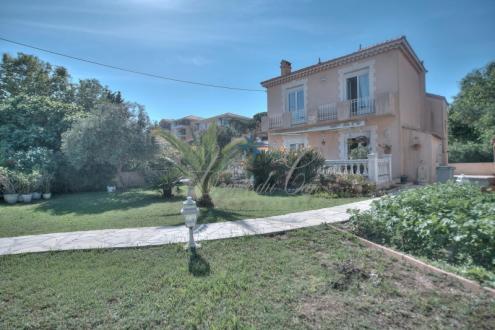 Maison de luxe à vendre FREJUS, 118 m², 4 Chambres, 590000€