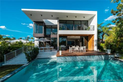Дом класса люкс на продажу  Флорида, 4680 м², 4 Спальни, 4300000€
