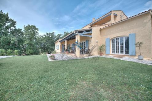 Maison de luxe à vendre FREJUS, 339 m², 6 Chambres, 892000€