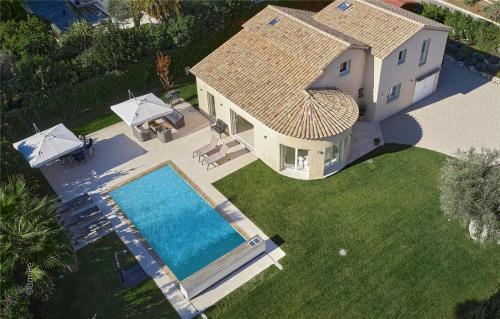 Maison de luxe à louer CAP D'ANTIBES, 200 m², 5 Chambres,