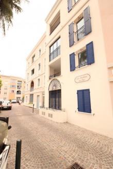 Квартира класса люкс в аренду Санари-Сюр-Мер, 37 м², 1 Спальни, 740€/месяц
