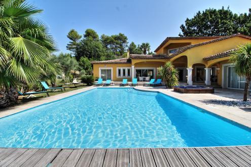 Villa de luxe à vendre TOURRETTES, 300 m², 7 Chambres, 895000€