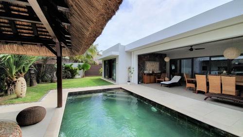 Luxury Villa for sale Mauritius, 345 m², 3 Bedrooms, €895125