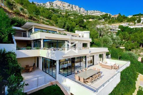 Дом класса люкс в аренду Эз, 875 м², 8 Спальни,