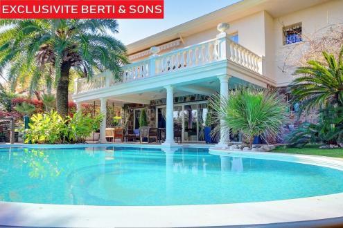 Casa di lusso in vendita MANDELIEU LA NAPOULE, 215 m², 4 Camere, 1390000€